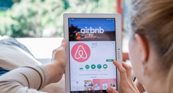 Airbnb delays IPO
