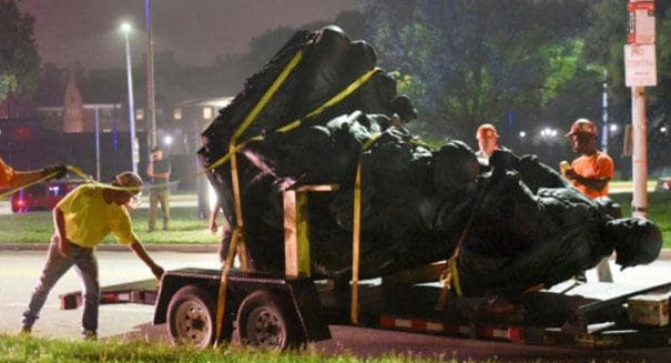 Baltimore removes Confederate statutes in dead of night