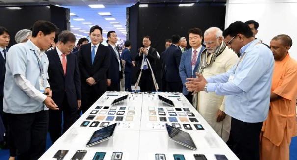 Samsung opens world�s largest phone factory in India