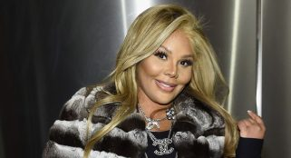Lil Kim bleaches herself, looks like a completely different person