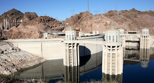 200,000 Evacuated over Concerns of US' Tallest Dam