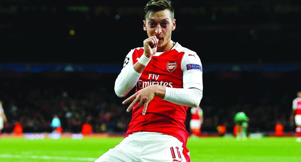 Ozil refuses to sign contract until demands are made