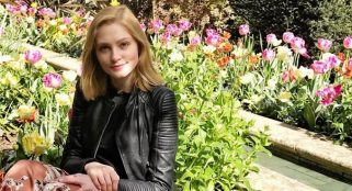Oxford University  student who assaulted her lover with a knife could avoid jail