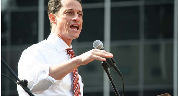 Anthony Weiner reports to prison for underage sexting