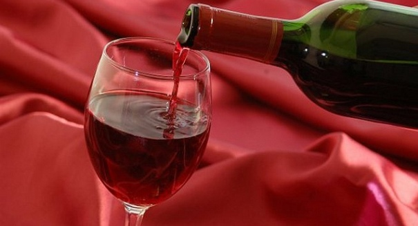 Drinking a little wine or beer extends life, new study says